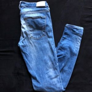 Zara Distressed Skinny Jeans Size: US 6